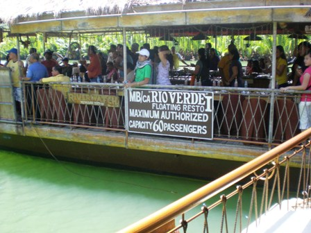 Floating restaurant Bohol2