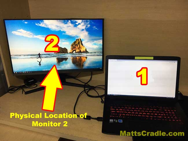 physical-position-of-second-monitor-in-windows-settings-with-arrow-logo