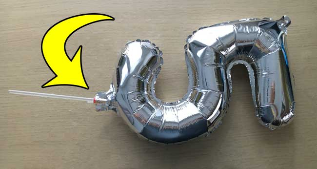 insert the straw in foil balloon